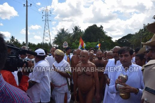 Acharya-Vardhamansagarji-Maharaj-Mangala-Pravesha-Shravanabelagola-Bahubali-Mahamasthakabhisheka-Mahamastakabhisheka-2018-011