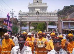 Mahamastakabhisheka-2006-Acharya-Sri-Vardhamansagarji-Maharaj-Mangala-Pravesh-0003