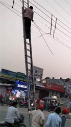 ब्रेकिंग न्यूज़  : जसपुर में सुभाष चौक पर भयंकर चिंगारी से टूटे बिजली के तार, टला बड़ा हादसा