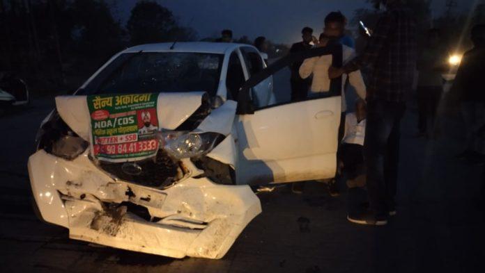 इंडेन गैस प्लांट के पास दो कारों की जबर्दस्त भिड़ंत