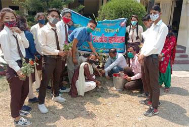 स्वयंसेवियों ने किया वृक्षारोपण कर किया एनएसएस के विशेष शिविर का समापन