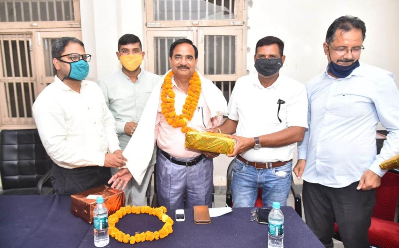 रामनगर : तहसीलकर्मियों ने दी नायब तहसीलदार को विदाई