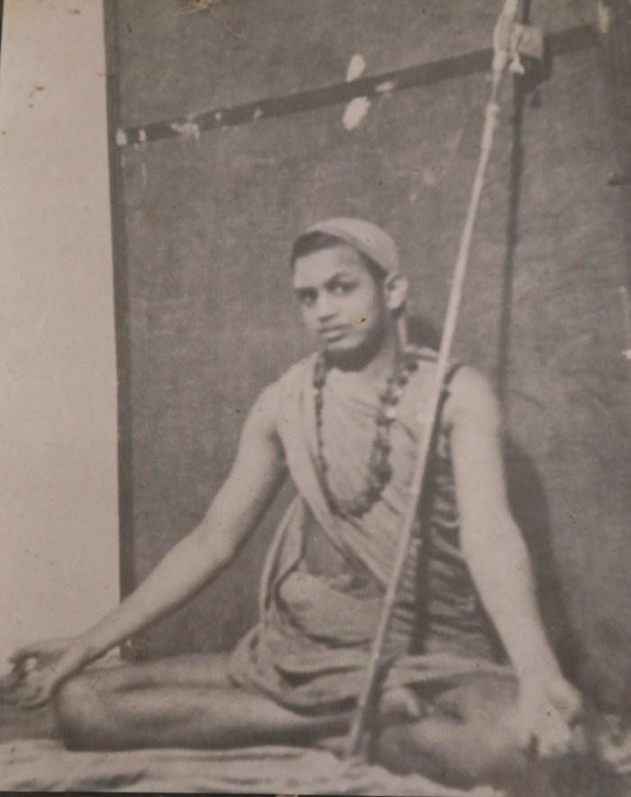 Pudhu_periyava_chin_mudra