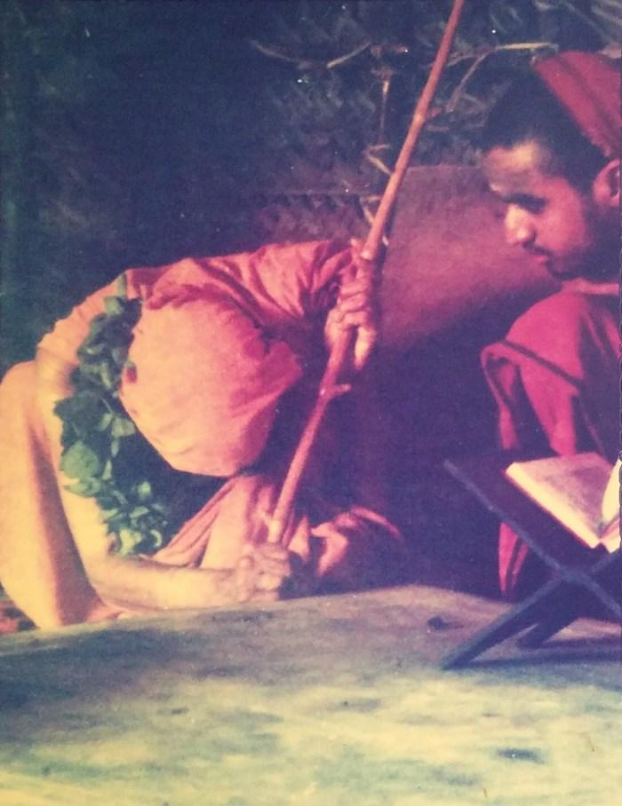 mp-teaching-dhanda-namaskaram-bp.jpg