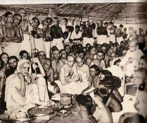 Mahaperiyava-vidyarthis-rare.jpg