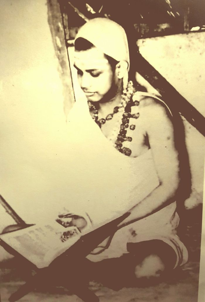 Pudhu-Periyava-young4