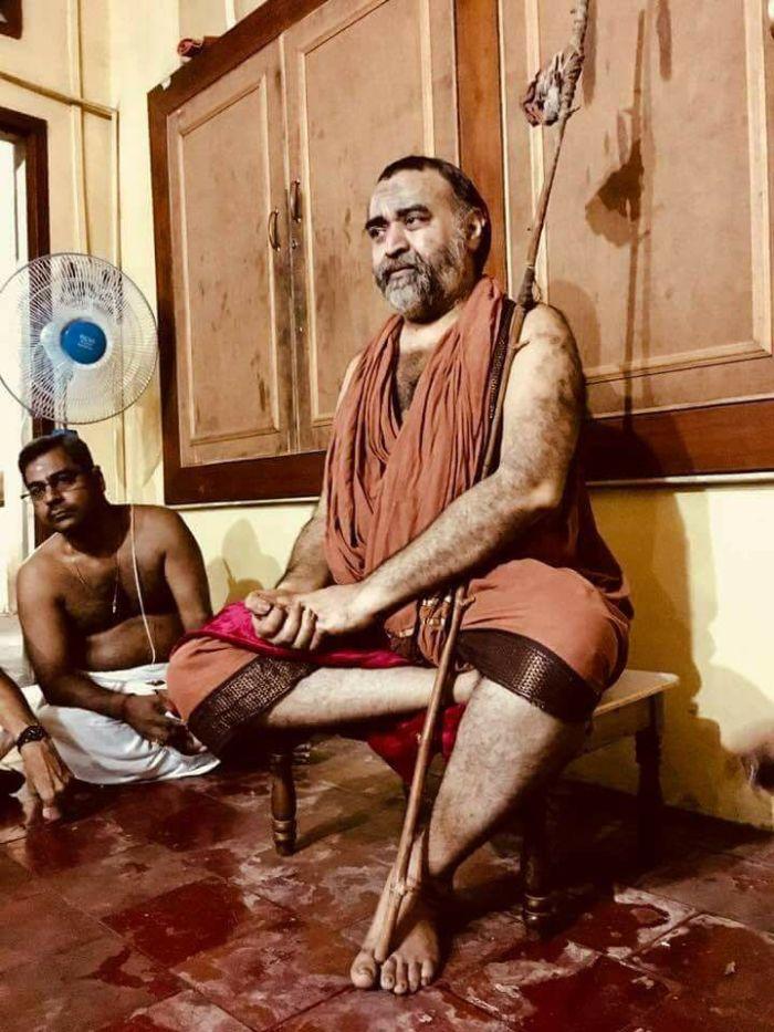 Balaperiyava-sitting.jpg