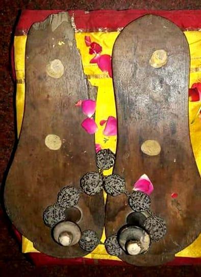 Mahaperiyava-padhuka.jpg