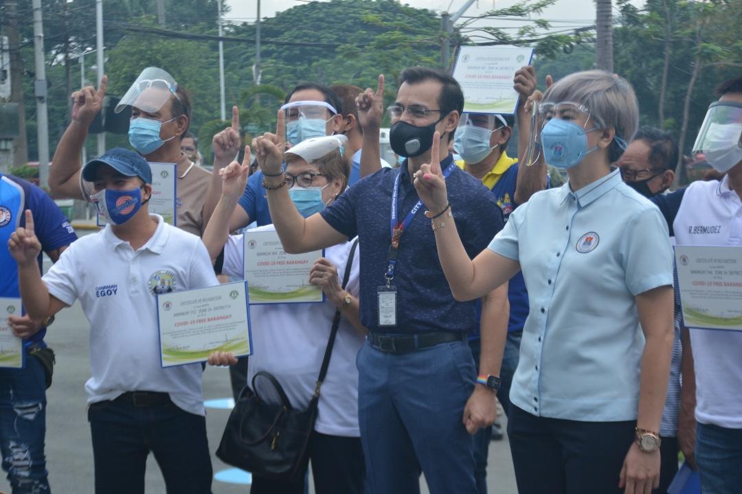 Mayor Isko awards P100k cash incentives to 73 barangays with no new COVID-19 cases for 2 mos