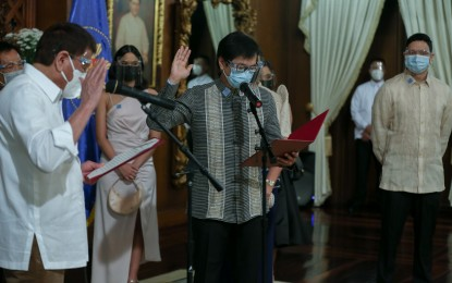 Abalos takes oath as new MMDA chief