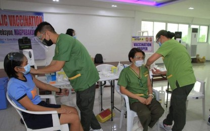 PNP vaccinated front-liners reach 1,094