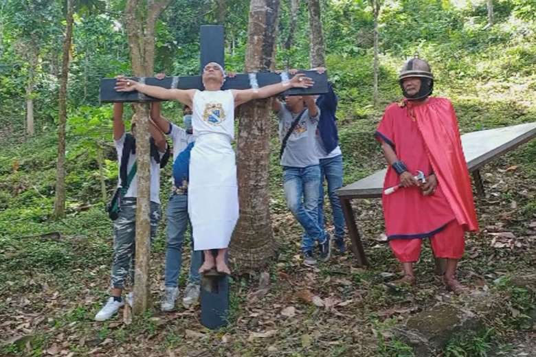 Batangueno allows self to be 'crucified' on Good Friday