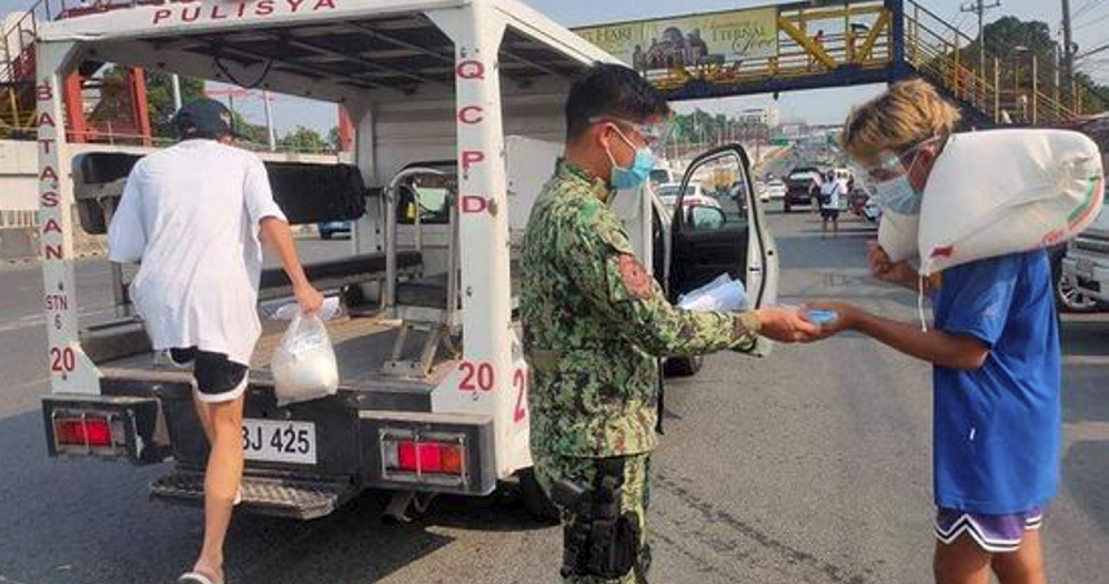 QCPD Batasan Police Station offers 'LIbreng Sakay' to commuters