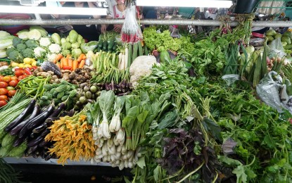 Vegetable prices drop 50%, goods stable