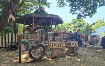 Farmers build 'dap-ayan' to promote local products