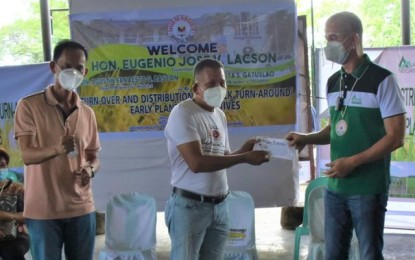 NegOcc releases almost P1.8-M cash incentives to farmers