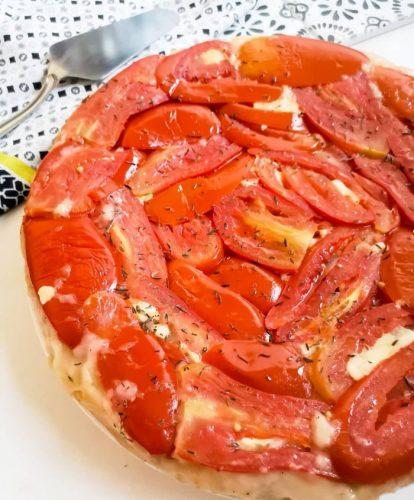 Tarte tatin à la tomate, mozzarella, parmesan et herbes -Ma Healthy Tendency