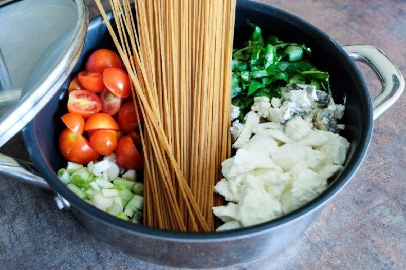 One Pot Pasta Spaghetti Complets Tomates Basilic Mozzarella Chèvre Cendré