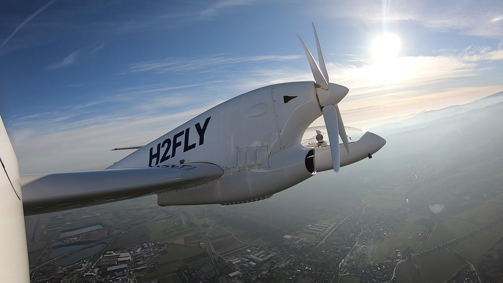Hydrogen-electric passenger plane HY4 flies emission free over 240 km (150 miles)