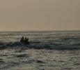 Livsfarlig (tyckte mamman) tur med pyttelilla gummibåten i strömt tidvatten. Men kul (tyckte pappan och barnen)!