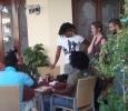 Anna och Joakim i samspråk med ett härligt gäng cubaner