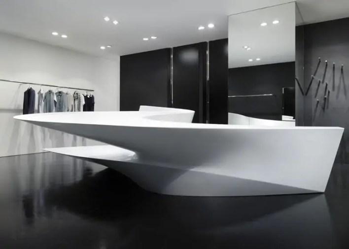 تصميم متجر نيل باريت شوب إن شوب، حيث جاء التصميم في شكل خطوط منحنية شبيهه بدار الأزياء في طوكيو والتي تحمل نفس الاسم.