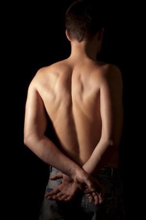 背中のコリで、横になると腕がしびれる