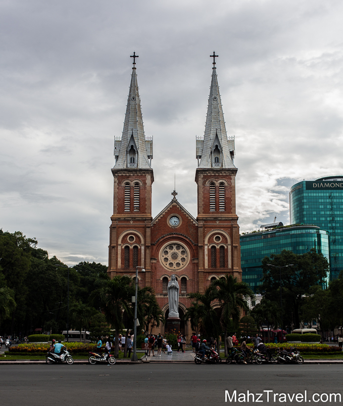 ho chi minh, city, what to do in ho chi minh, travel, visit ho chi minh, down town, market, shopping, peolpe, vietnam, sign, hart in to it,