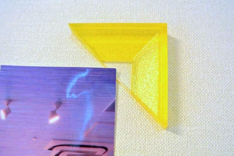 壁を傷めず何度も使える「貼ってはがせるジェルのカドフレーム&テープ」*読者プレゼントあり
