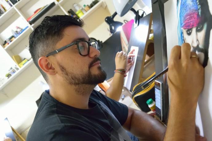 Luciano Mariano Branco, Promotor de Vendas, faz retratos sob encomenda, aluno do curso de Realismo.