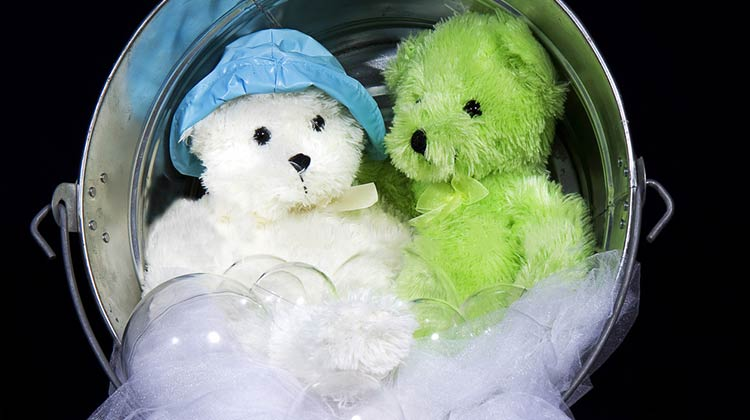 10 Amazing Cleaning Uses with Cornstarch and stuffed animals