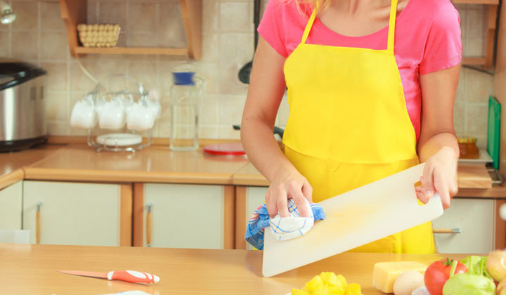 Effective Ways to Clean a Plastic Cutting Board by wiping it down
