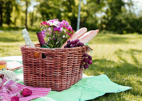 How to Clean a Picnic Basket