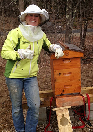 "3 Pound ""Package"" of Honeybees just Installed - image courtesy of  farmtotablekids.blogspot.com"