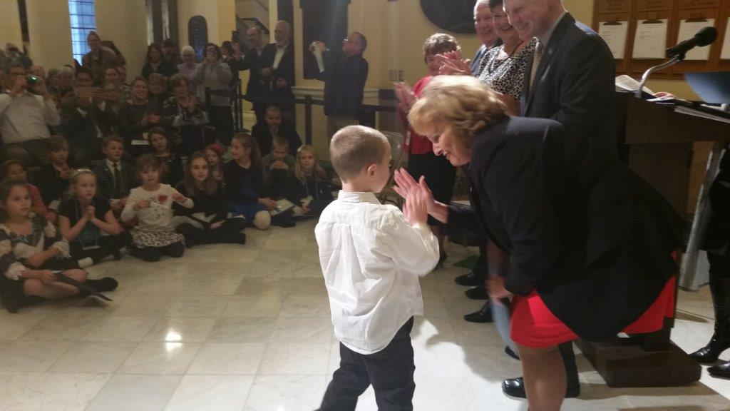 """Maine's First Lady congratulates Biddeford student with a """"hi-five"""""""