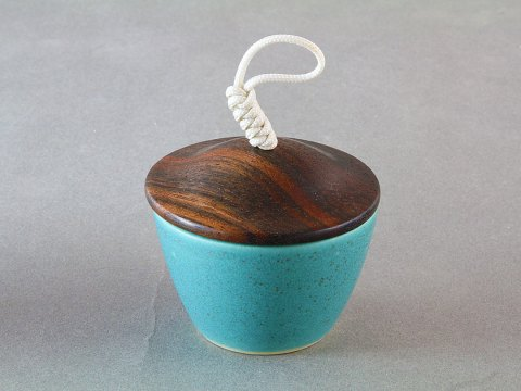 Bronze Green Porcelain Cup — Ebony Wood Lid