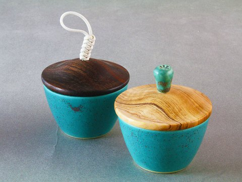 Bronze Green Porcelain Cup — Ebony and Olive Wood Lid