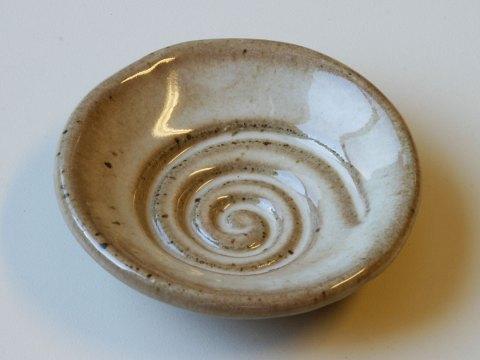 spiral glaze sample dish tan