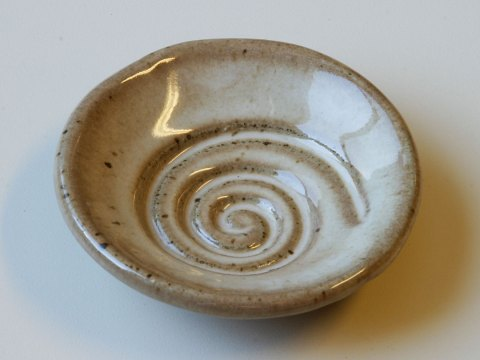 spiral glaze sample dish tan