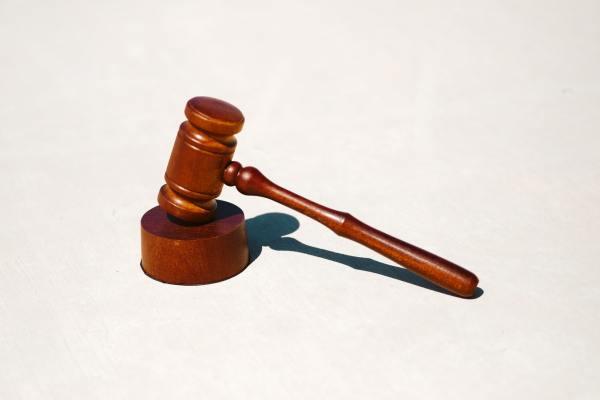 Shortage of attorneys spurs calls for criminal justice reform
