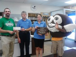 Healthy Whoopie Prize: Traditional Gluten Free Grant's Bakery – Lewiston Pictured L to R: Patrick Myers, Don Grant, Kari Grant-Gagnon and Sweetie Pie.