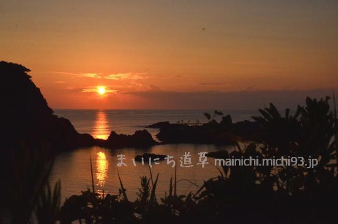 式根島、大浦の夕焼け