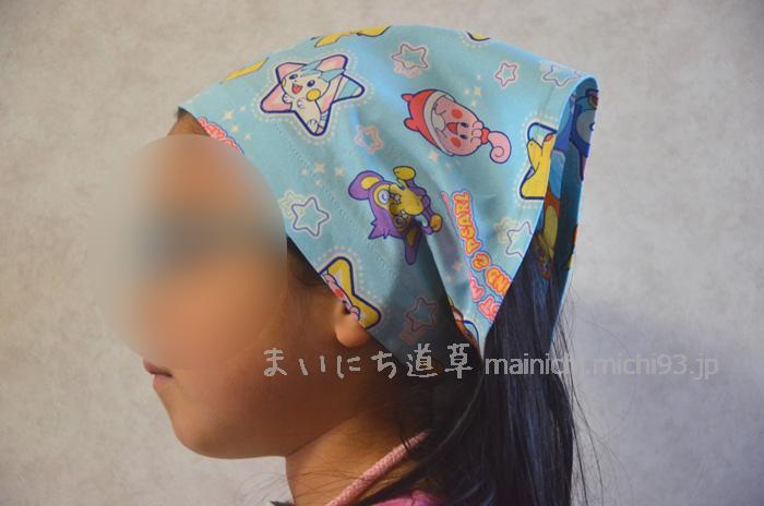 ゴム入り三角巾は、ヘアバンドみたいで便利