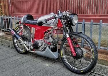 ホンダ「ベンリィ50S」のカスタムバイクやおすすめカスタムパーツを紹介!スペックや型式も!