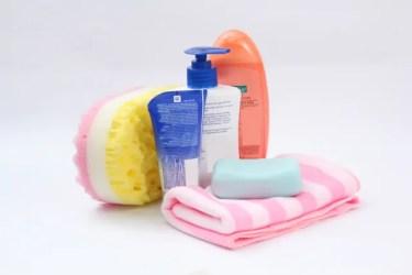 シャンプーなどの洗剤が目に入ってしまった時の正しい対処方法!絶対にやってはいけないことも