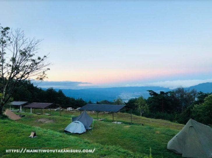 【キャンプサイトの様子】陣馬形山キャンプ場さんの360サンロクマルサイト山頂展望台寄り