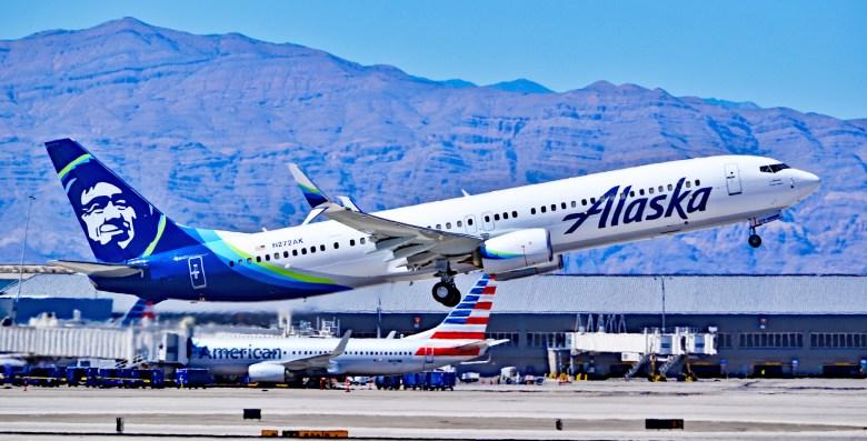 Alaska Air 737 (Tomás Del Coro)