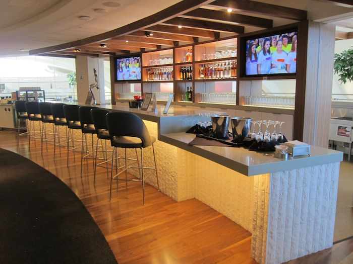 Star LAX Lounge Bar (OMAAT).jpg