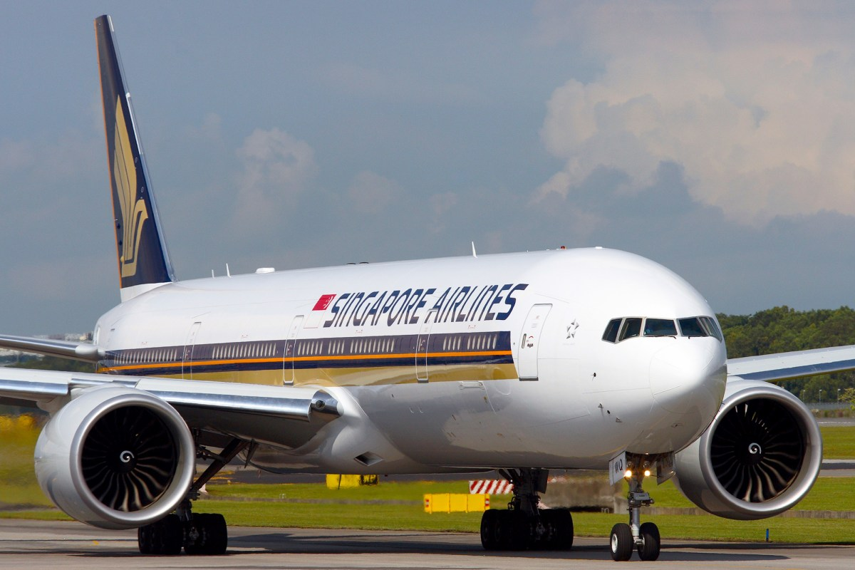 The last Singapore Airlines 3-class Boeing 777-300ER will leave ...