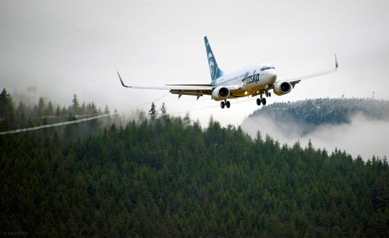 AS 737 Landing (Kenneth Gill)